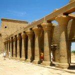 Asuan, świątynia Izydy i nubijska wioska