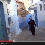 Niebieski Szafszawan w wyCELowanej kamerze