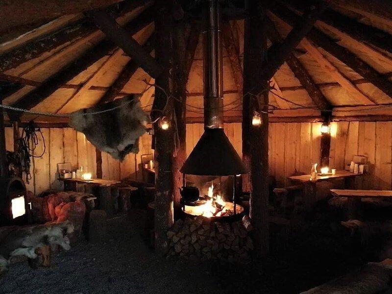 jak wygląda obóz Saamów